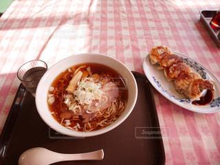 あご出汁ラーメンと肉餃子の写真・画像素材[1571714]
