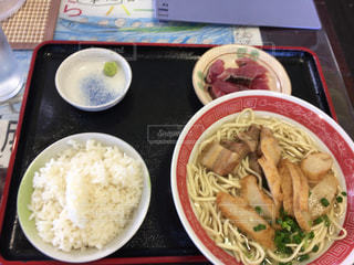 与那国そばを食べるの写真・画像素材[1677633]