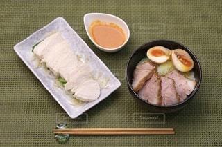 チャーシュー丼とよだれ鶏の写真・画像素材[3401528]
