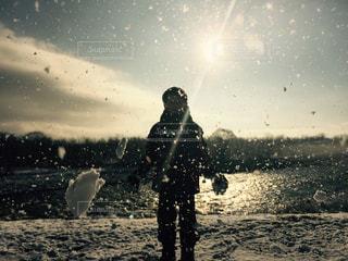子ども,冬,雪遊び,舞う