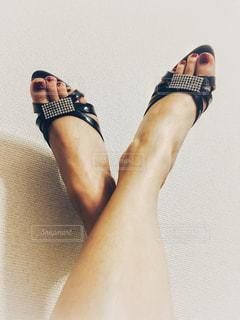 ミュールを履く脚の写真・画像素材[931825]