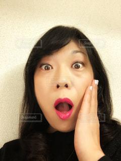 自分のびっくり顔の写真・画像素材[983393]