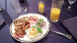 食べ物,食事,ランチ,ディナー,ホテル,肉,食べ放題,ビュッフェ,オレンジジュース,ブッフェ