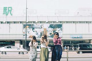新宿駅でハイチーズ!の写真・画像素材[1061097]