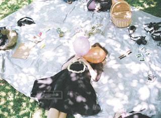 木漏れ日ピクニックの写真・画像素材[1107695]