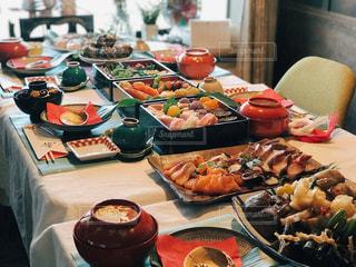 食品の完全なテーブルの写真・画像素材[1792060]