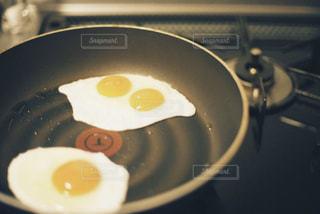 双子の目玉焼きの写真・画像素材[3014501]