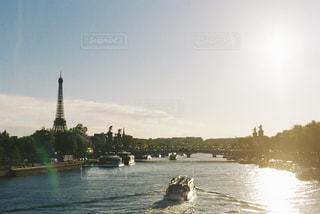 夕暮れのセーヌ川の写真・画像素材[3014514]