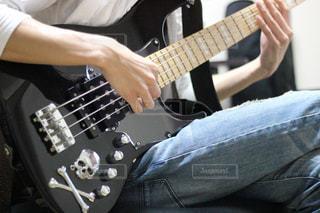 ギターを持っている人 - No.1166013