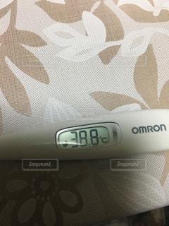 クローズ アップ画面の体温計の写真・画像素材[999123]