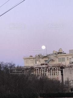 月の出と夕焼けの写真・画像素材[960454]