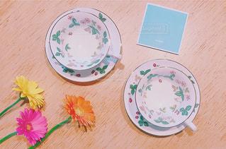 近くのテーブルの上の皿の写真・画像素材[908084]