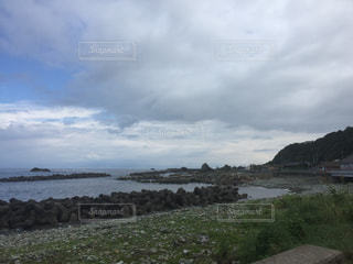 寂れた村の海岸線の写真・画像素材[899803]