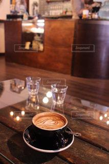 ハートのカフェアートのホットコーヒーの写真・画像素材[1196679]