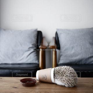ベッドの上に座ってヒグマの写真・画像素材[976790]