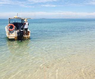 ニューカレドニアの小さなボートの写真・画像素材[1047795]