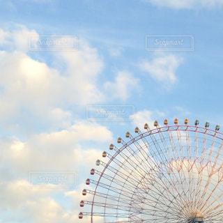 空と観覧車の写真・画像素材[1050853]