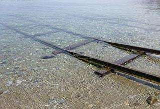 海に続く線路の写真・画像素材[1121071]