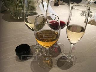 披露宴でたくさんのお酒 - No.996399