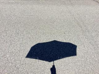 傘の影の写真・画像素材[734498]