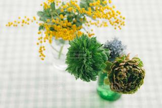 テーブルの上の花 - No.1121228