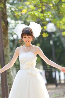 ウェディング ドレスを着た女性 - No.825983