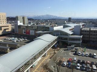 秋田駅と太平山の写真・画像素材[395596]