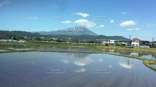 背景の山と水体の写真・画像素材[1219863]