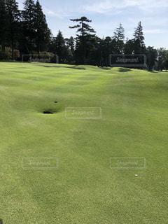 ゴルフ場のフェアウェイの写真・画像素材[1221011]