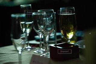 テーブル ワインのグラスの写真・画像素材[1644873]