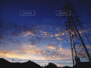 夕暮れ時の都市の景色の写真・画像素材[1060100]