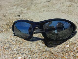 ビーチでのサングラスの写真・画像素材[1060124]