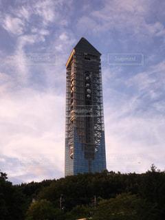 夕陽に照らされた東山スカイタワーの写真・画像素材[1062792]