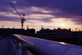 夕暮れ時の都市の景色の写真・画像素材[1065992]