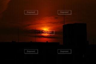 沈みゆく太陽の写真・画像素材[1077279]