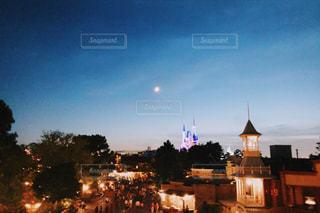 夜の都市の眺めの写真・画像素材[3379428]