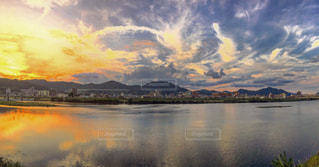 水体の空に雲の写真・画像素材[770189]
