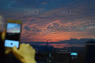 夕暮れ時の都市の景色の写真・画像素材[846009]