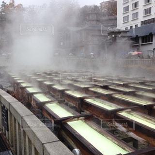 それから出てくる煙とトラックの鉄道の写真・画像素材[759478]