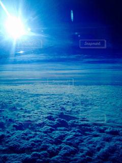 飛行機の窓からの写真・画像素材[847307]