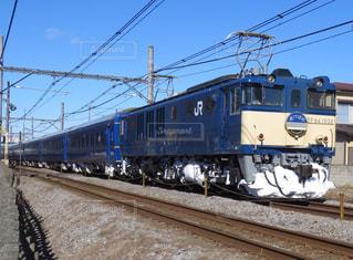 鋼のトラックに大きな長い列車の写真・画像素材[1407167]