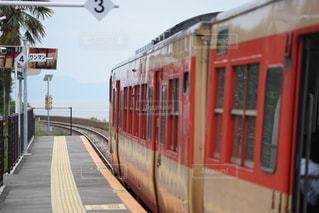 旅客列車が駅に停車したの写真・画像素材[3373844]