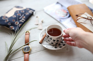 テーブルの上のコーヒー カップの写真・画像素材[1287076]