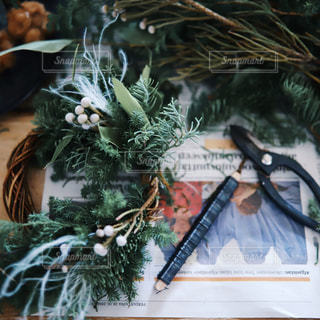 クリスマスリース作りの写真・画像素材[1671565]