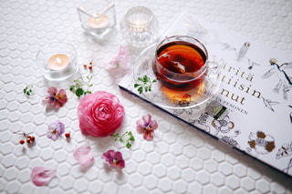 紅茶と花の写真・画像素材[1745446]