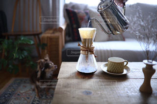 コーヒーを淹れる見守り隊の写真・画像素材[1995456]