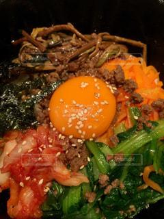 肉と野菜の料理の写真・画像素材[987535]