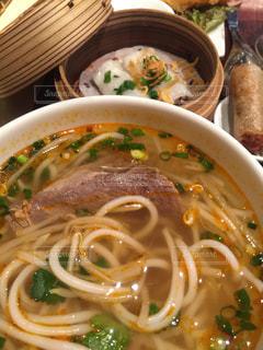 ベトナム料理のフォーと蒸し餃子の写真・画像素材[1037903]
