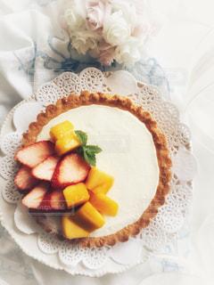 苺とマンゴータルトの写真・画像素材[1151710]