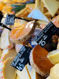 スーパーのチーズ売り場の写真・画像素材[1644949]